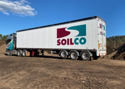 Walking floor trailers with Cargo drive systems. Ideal for wood chips, mulches, sawdust building waste and recyclables including leak proof applications